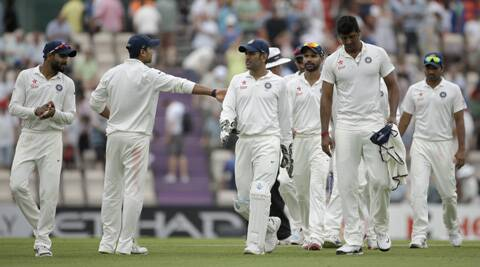 Live Cricket Score,India vs England, 3rd Test, day 2: England look to build on positive start against India