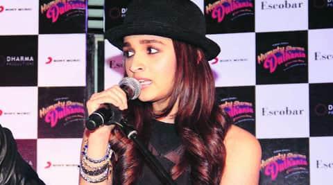 Alia Bhatt sings the unplugged version of Samjhawan