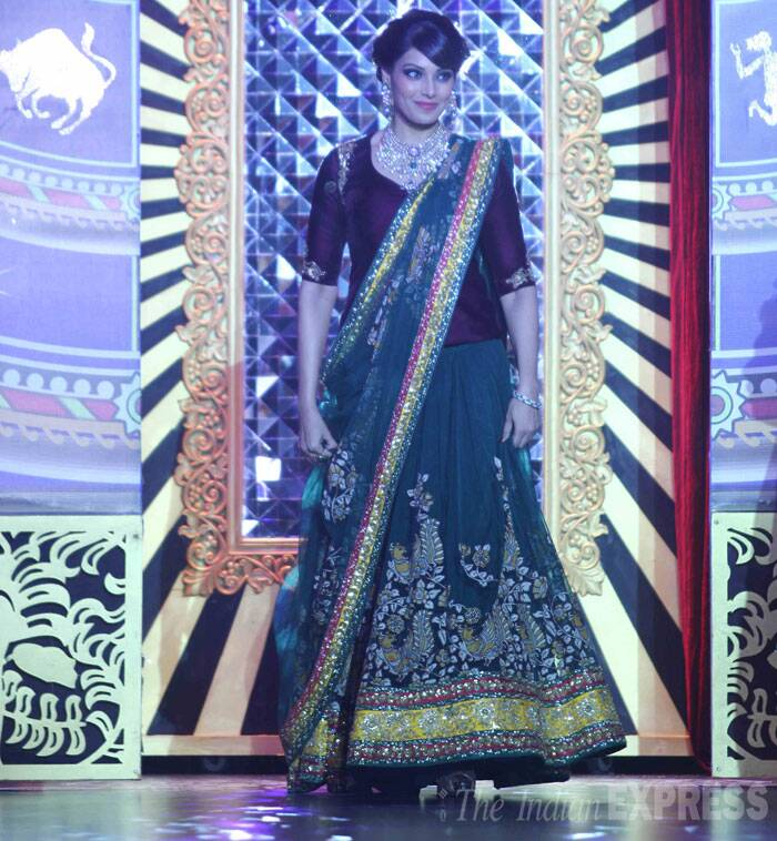 Bengali beauty Bipasha Basu also turned showstopper for the finale of the IIJW. (Source: Varinder Chawla)