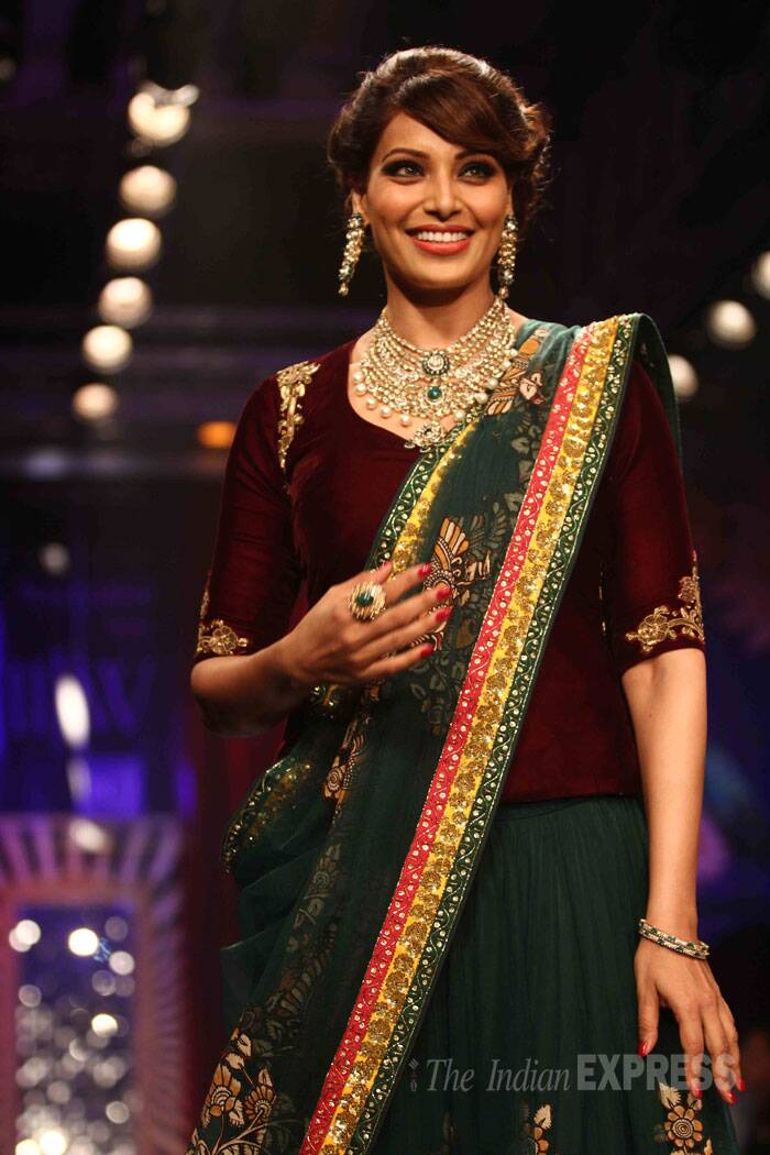 The actress walked the ramp for PC Jewellers in a designer Neeta Lulla lehenga. (Source: Varinder Chawla)
