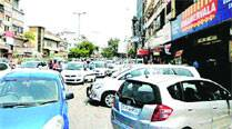 Civic body begins impounding vehicles parkedillegally