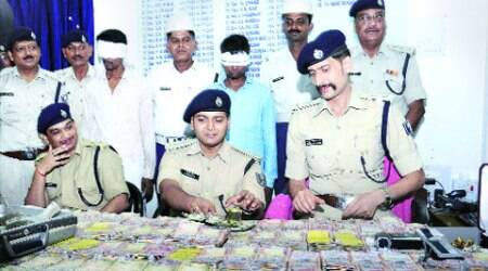 Police with the cash recovered in Patna.  (Source:  PTI)