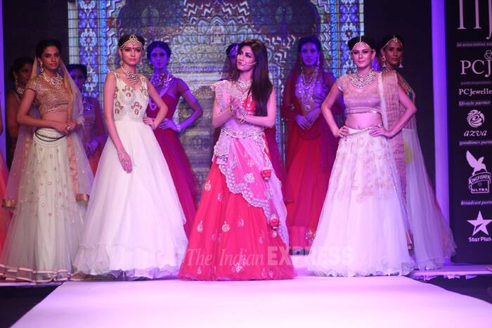 Bollywood beauty Chitrangada Singh also walked the ramp on Day 1 of the jewellery week. She walked the ramp for designer Moni Agarwal presented by SGL jewels. (Source: Varinder Chawla)