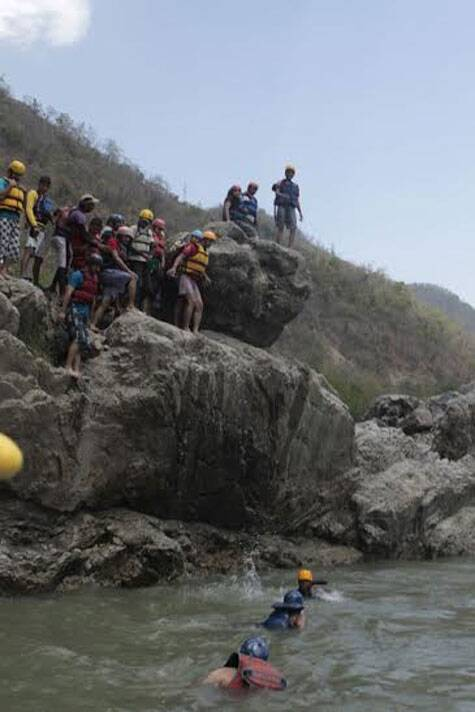 For a fitting end to the rafting experience, was another sport of cliff jumping.  (Source: Simran Kaur)