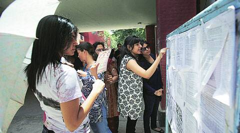 Candidates look through lists at DU's North Campus.(Amit Mehra)