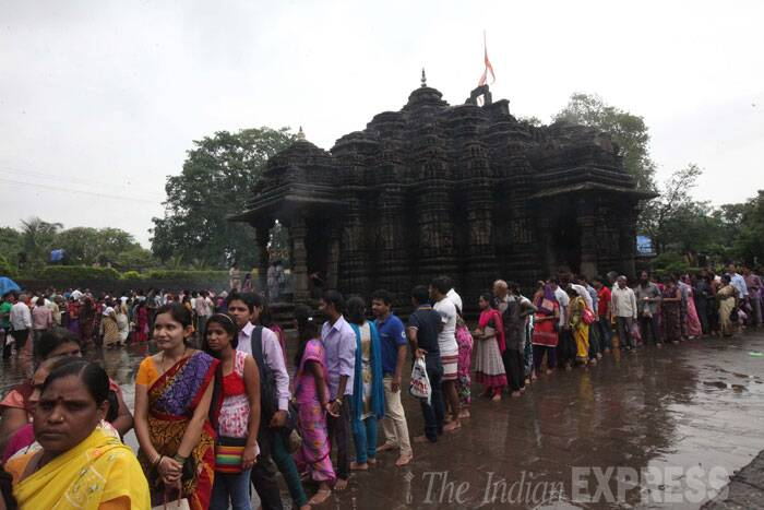 A long queue of devotees outside the Ambreshwar temple. (Source: Express photo by Deepak Joshi)