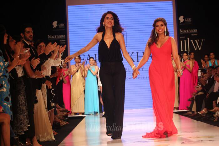 Meanwhile, model actress Lisa Ray walked the ramp for designer Farah Ali Khan. (Source: Varinder Chawla)