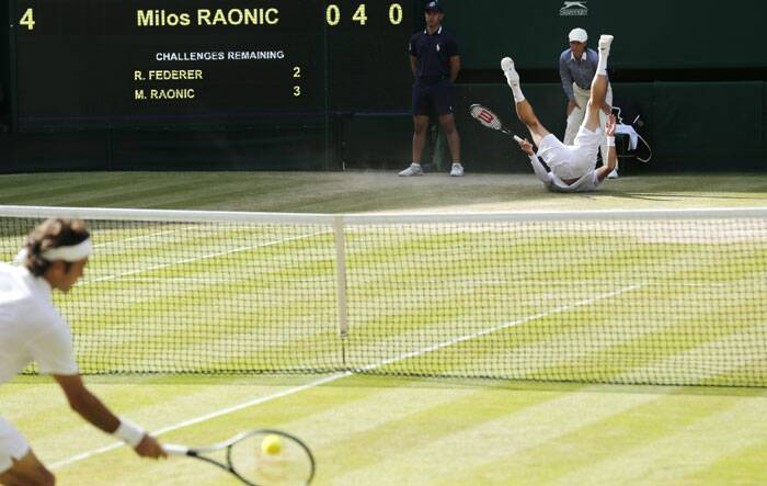 The image sums up Milos Raonic's performance on Friday where he could have became the first Canadian to qualify for the Wimbledon final but tumbled in the semi-final to Roger Federer. (Source: AP)