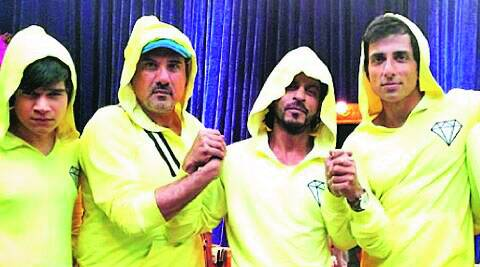 Men in capes: Vivaan Shah, Boman Irani, Shah Rukh Khan, Sonu Sood and Abhishek Bachchan stand united for a scene in Happy New Year