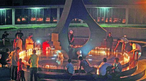 Residents pay tribute to martyrs at Sector 3 War Memorial on Saturday. (Source: Expres photo by Jasbir Malhi)