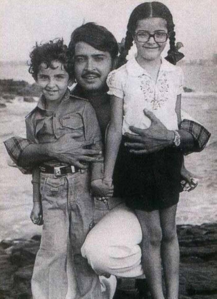 Any guesses who this brother-sister jodi is? While the brother has now grown up to be what they refer to as Bollywood's Greek God who has turned Superhero for us three times now. It's Hrithik Roshan along with his sister Sunaina and their filmmaker father Rakesh Roshan.