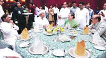 Secular friends missing at Iftar party, Sonia finds comfort in Lalu, Sharad