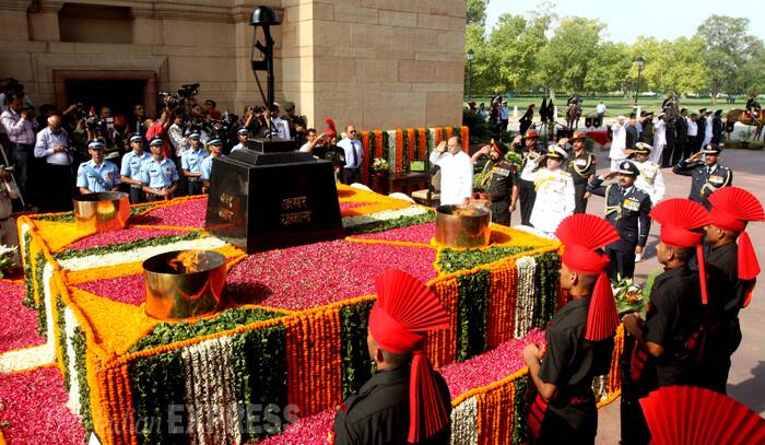 Defence Minister Arun Jaitley on Saturday (July 26) paid tribute to the martyrs of Kargil war on the 15th anniversary of the 1999 war with Pakistan, at the Amar Jawan Jyoti at India Gate in New Delhi. (Source: Express Photo by Prem Nath Pandey)