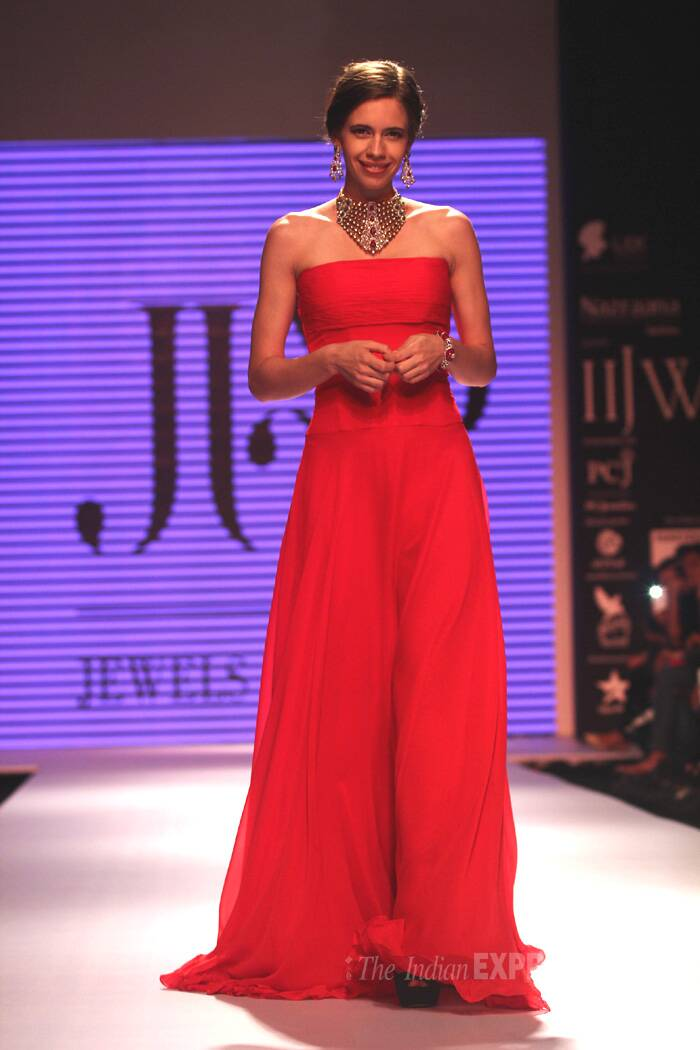 Actress Kalki Koechlin walked the ramp for jewels by Preeti. Kalki looks stunning in the red gown with a heavy polki set.