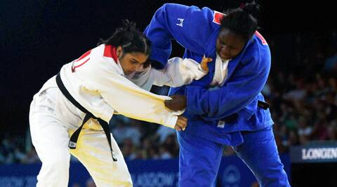 Rajwinder Kaur battling Kenya's Esther Ratugi during her bronze medal bout. (Source: AP)