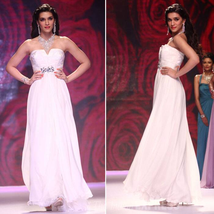The actress looked beautiful in a flowing white strapless gown with sparkly jewellery. (Source: Varinder Chawla)
