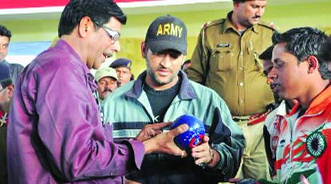 Madhukant Pathak, coach and mentor of India's lawn bowls team, with MS Dhoni (Source: File Photo)