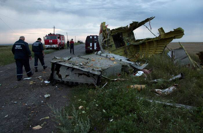 Malaysian airliner downed in Ukraine: 298 dead