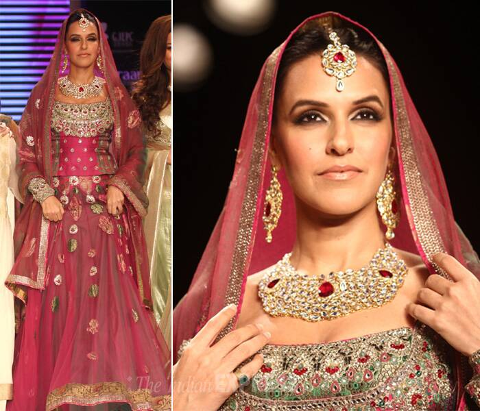 Neha was dressed in a maroon lehenga-choli, with studded border. The jewels of rubies and diamond added glow to her look. (Source: Varinder Chawla)