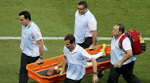Brazil's Neymar is carried off the pitch after the injury (Source: Reuters)