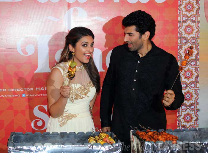 Parineeti and Aditya show off their perfectly tandoored skewers. (Source: Varinder Chawla)