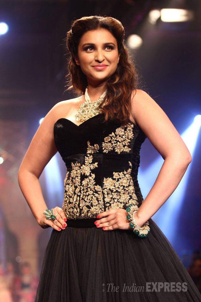 Parineeti showcased jewellery by Bridhichand Ghanshyamdas Jewellers on the ramp. (Source: Varinder Chawla)