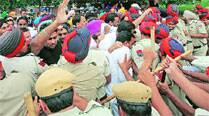 Teachers protest, try to gherao Punjab CM