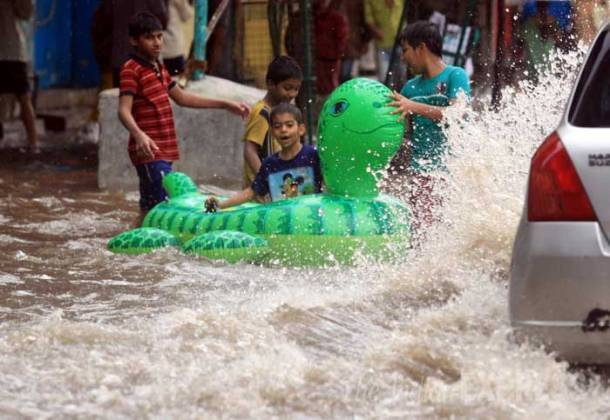 Heavy rain lashes Mumbai, hits rail services
