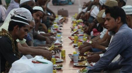 People getting ready to break their fast. (Source: Photo By Swati Sharma)