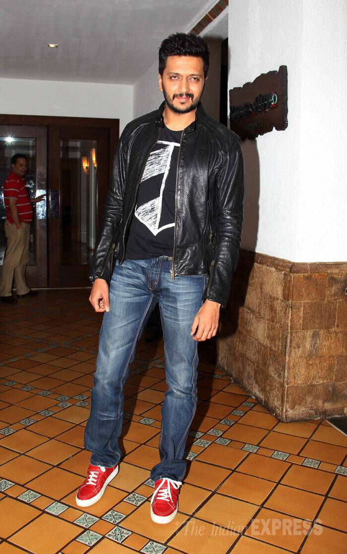 Soon dad-to-be Riteish Deshmukh was casual in a pair of jeans, jacket teamed with funky red shoes.(Source: Varinder Chawla)