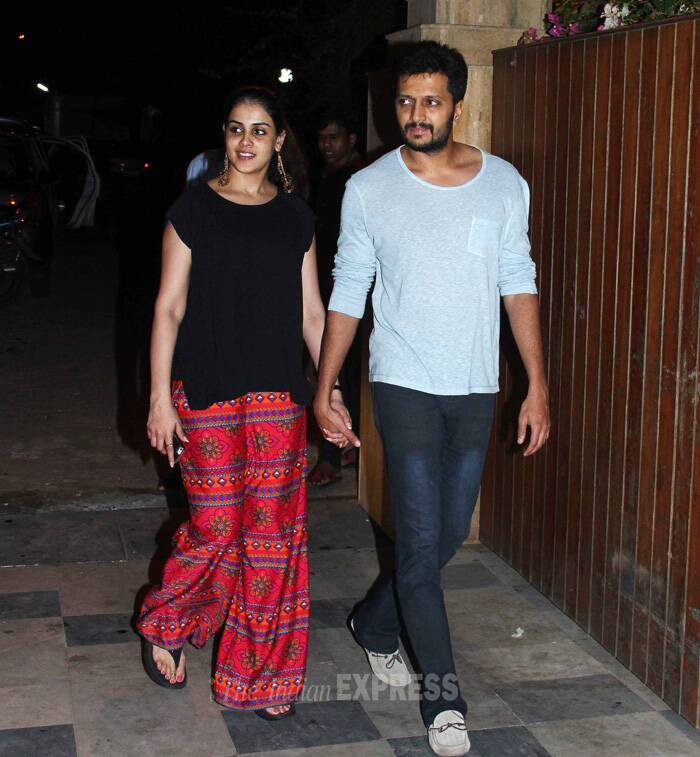 Other 'Villain' Riteish Deshmukh came with his lovely wife Genelia. While mom-to-be Genelia was dressed in red printed palazzos with black t-shirt, Riteish was casual in light blue linen t-shirt and denims. (Source: Varinder Chawla)