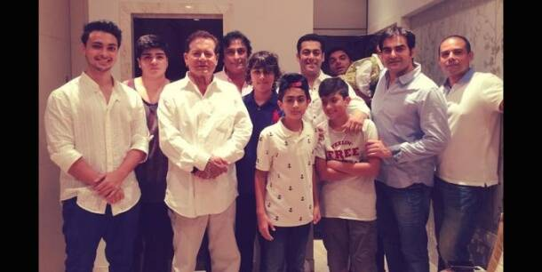 Salman Khan celebrates Eid with family, friends as 'Kick'  enters Rs 100 cr club