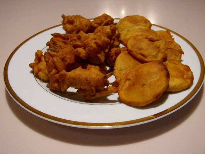 8 steps: How to make crispy pakoras
