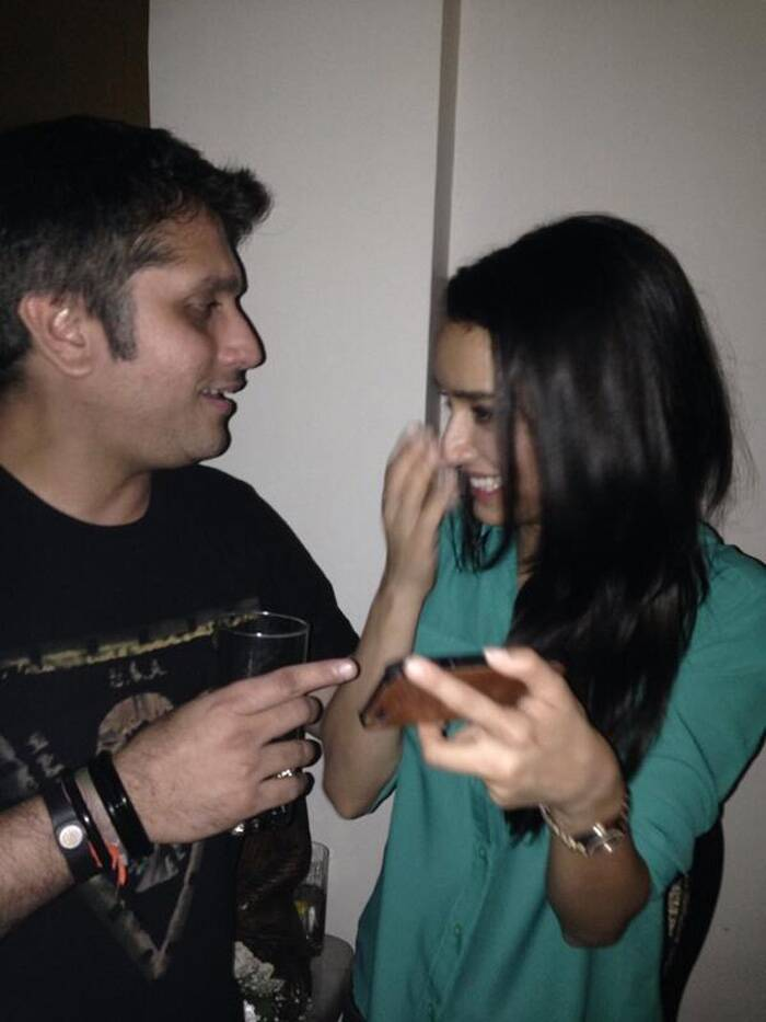 Mohit and Shraddha share a light moment. (Source: Twitter)