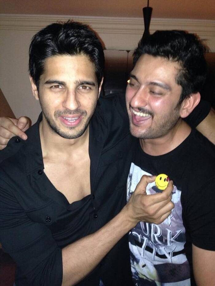 Shaad Randhawa, who plays the role of CBI Officer Aditya Rathore in the film, is having fun with Sidharth. (Source: Twitter)