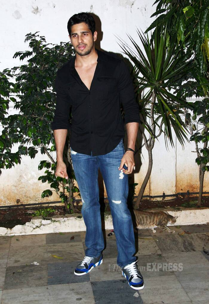 'Villain' Sidharth was dapper in black shirt and denims. (Source: Varinder Chawla)