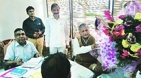 V K Singh with Shambhu Prasad Singh (left). Source:File Photo