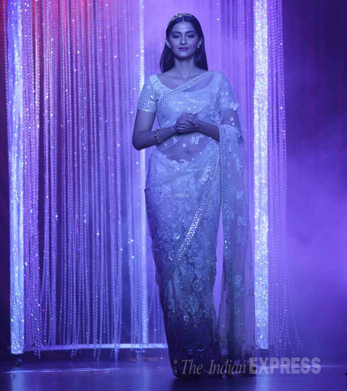 Sonam looks ethereal as she made her way down the ramp. (Source: Varinder Chawla)