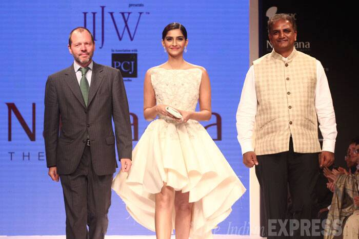 Fashionista Sonam Kapoor was stylish in a high-low hem strapless dress as she walked the ramp for Nazraana. (Source: Varinder Chawla)