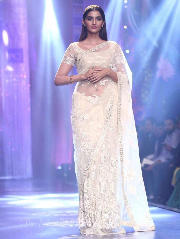 Neeta Lulla showcased her Autumn Winter Bride collection at the IIJW finale. (Source: Varinder Chawla)