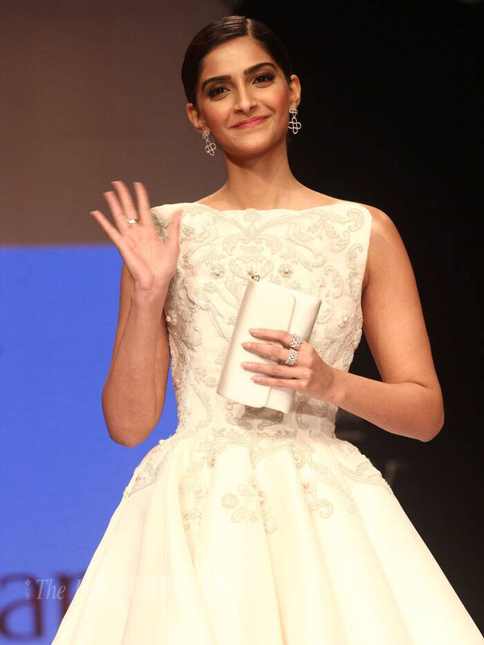 The actress gives a wave as she poses on the ramp. (Source: Varinder Chawla)
