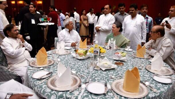 Sonia Gandhi hosts iftar party, shares table with Sharad Yadav and Lalu Prasad