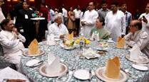 Secular friends missing at Iftar party, Sonia finds comfort in Lalu
