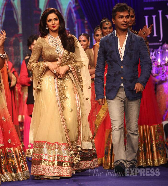 Designer Vikram Phadnis accompanied the actress down the ramp. (Source: Varinder Chawla)