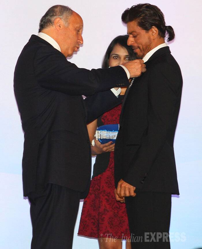SRK looking sharp in a suit and tie was presented with the award by visiting French Foreign Minister Laurent Fabius. (Source: Express photo by Amit Chakravarty)
