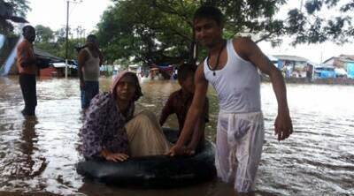 Heavy rains disrupt life in Mumbai, Gujarat
