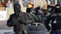 Ukraine forces clash with rebels around majorairport