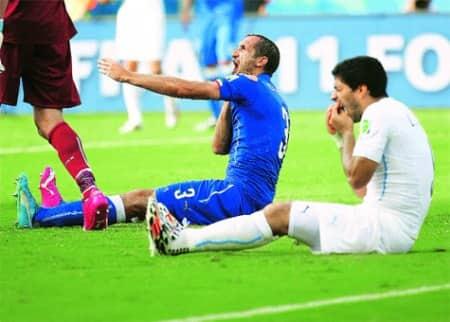 Uruguay's Luis Suarez with Italy's Giorgio Chiellini
