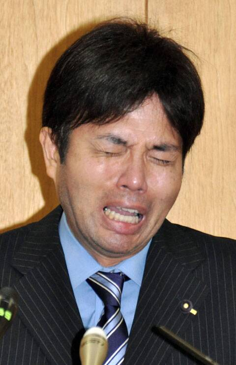 Hyogo Prefectural assemblyman Ryutaro Nonomura cries during a press conference in Kobe, western Japan.(Source: AP)