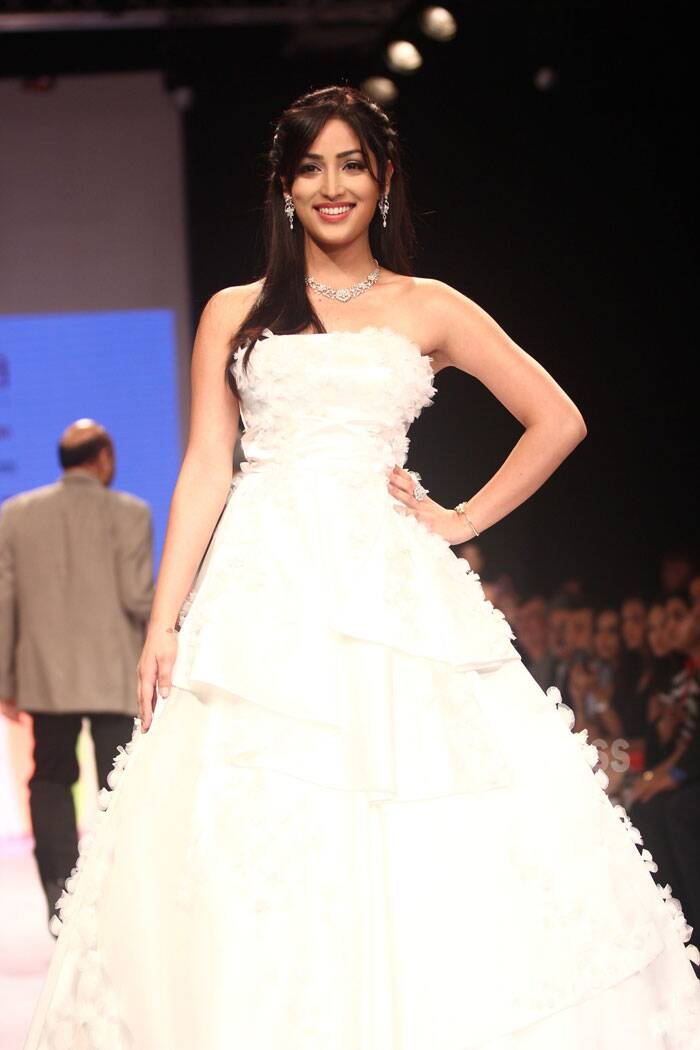 Bride on the ramp! Yami's gown resembled a white-layered wedding gown. (Source: Varinder Chawla)